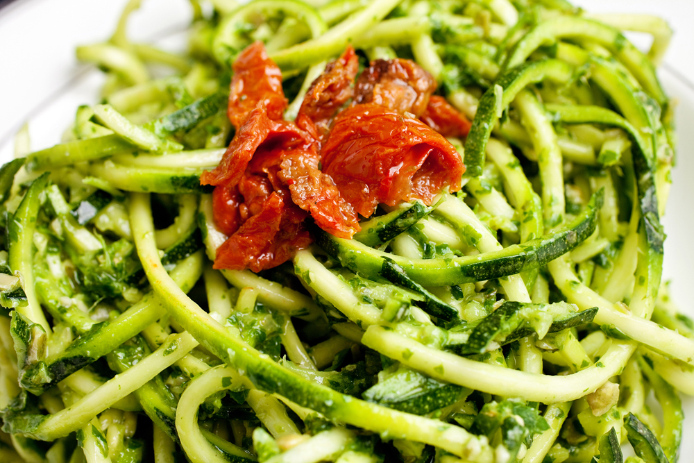 Raw courgette pesto pasta