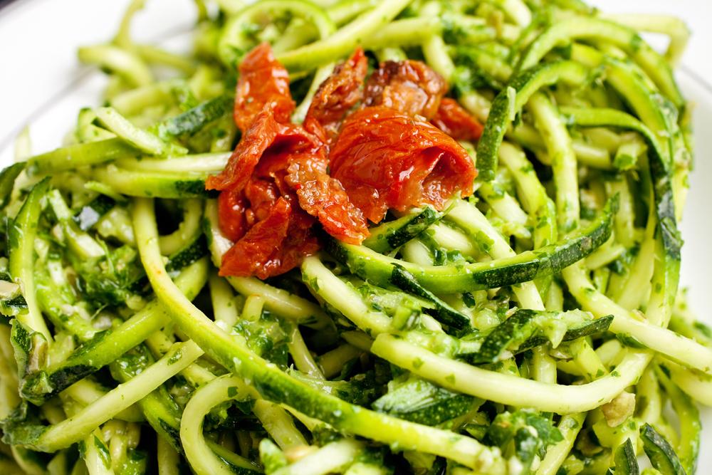 Raw courgette pesto pasta