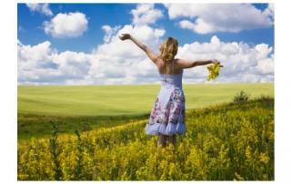summer-woman-field